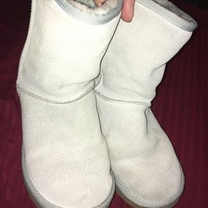Light gray women's uggs 7.5